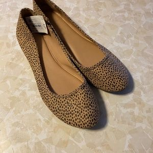 Universal Thread Cheetah Flats